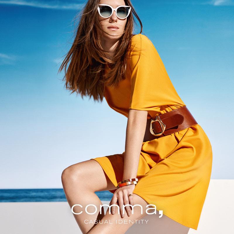 Eyecatcher Kleid im kräftigen Gelb, passend dazu ein brauner Ledergürtel